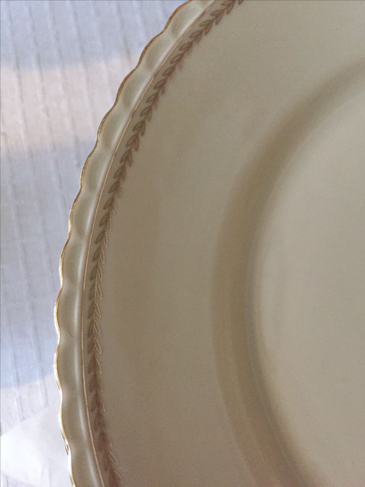 Gammelt vakkert benhvitt porselen fra 1950 ( stemplet Winterling Markt Leuthem Bavaria)