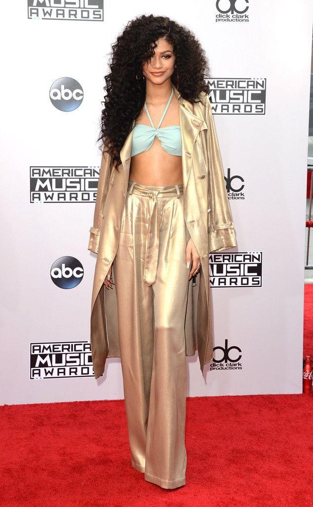 Bella Thorne from 2017 Teen Choice Awards Red Carpet Arrivals - Fashion Diva Design   Fashion Diva Design