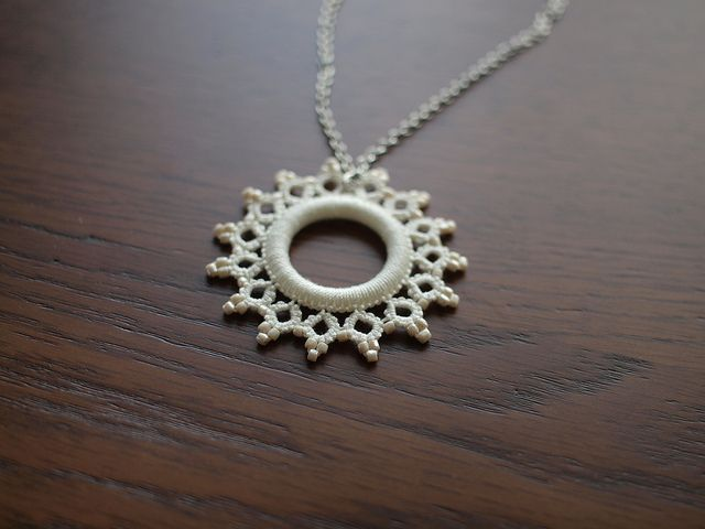 Tatting necklace in white by aco-kuro, via Flickr