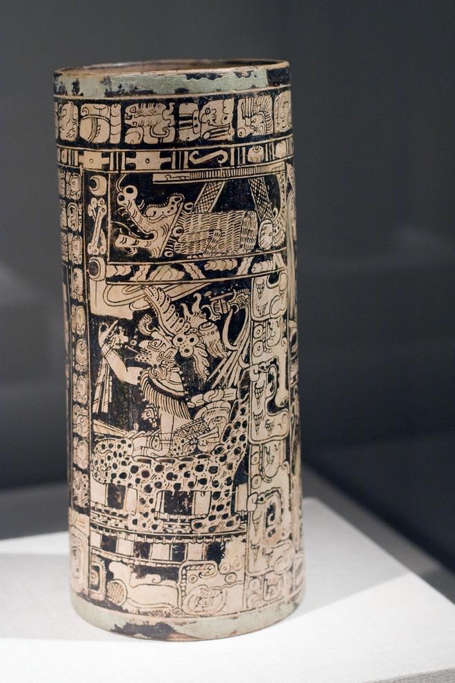 Vase of the seven gods Ah Maxam Late Classic Maya Vicinity of Naranjo Peten region Guatemala 750-800 CE Ceramic and pigment,  Chi Art Inst.....  original photo taken by Thing Of Interest
