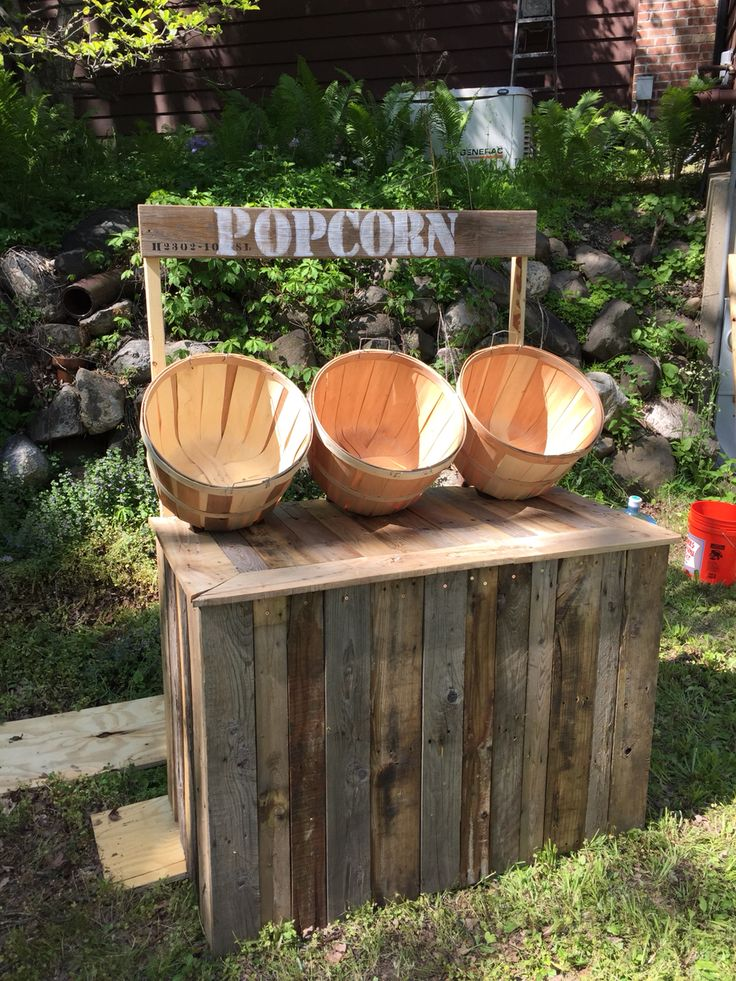 DIY reclaimed pallet board popcorn stand.