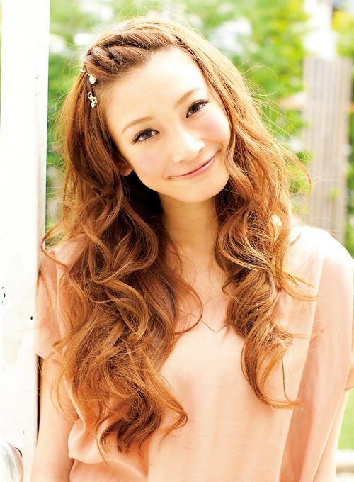 前髪の片編み込みで巻き髪のかわいさを満喫!   髪型 ヘアスタイル   with online on ウーマンエキサイト