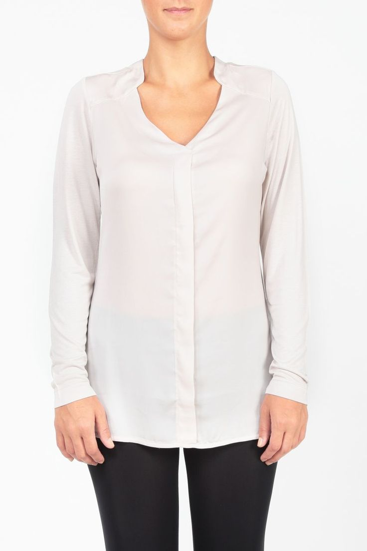 v yaka uzun kollu beyaz bluz http://www.webshoptr.com/V-YAKA-UZUN-KOLLU-BLUZ,PR-8758.html
