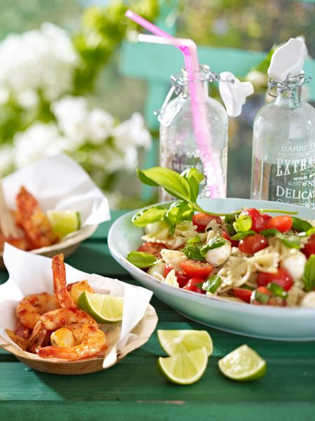 Nudelsalate sind ein echter Hochgenuss! Ob zum Mittagessen oder für die Party - der Klassiker schmeckt immer. 19 raffinierte Nudelsalat Rezepte.