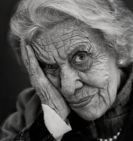 Jeder kann lernen, technisch perfekte Porträts zu fotografieren. Echte Toppers zeichnen sich durch die emotionale Belastung ihrer Fotos aus. Ebenso die 10 Fotos unten.