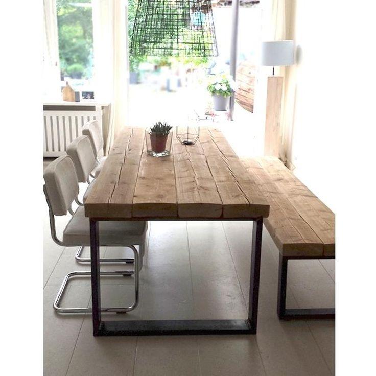Eettafel Timber met bankje. Handgemaakte meubels gemaakt van oude balken met industriële stalen frames. Stoer, industrieel en warm.