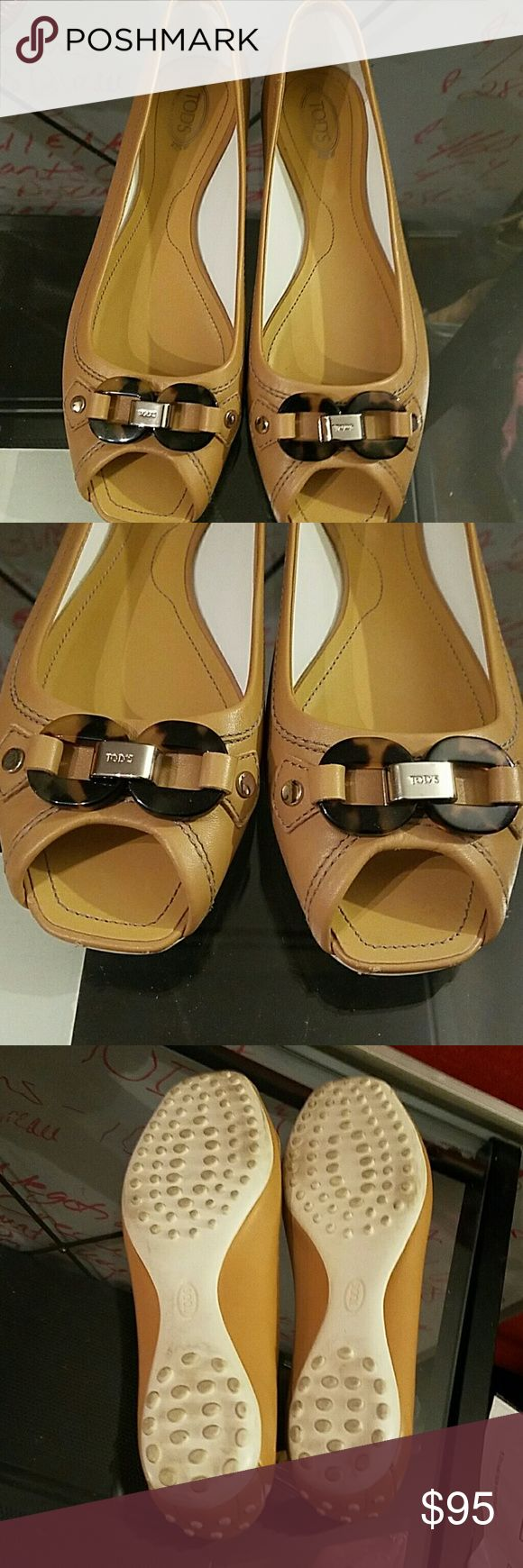 Tod's Peep Toe Flats Tod's like new peep toe with tortoise shell embellishment at toe. Excellent Condition Tod's Shoes