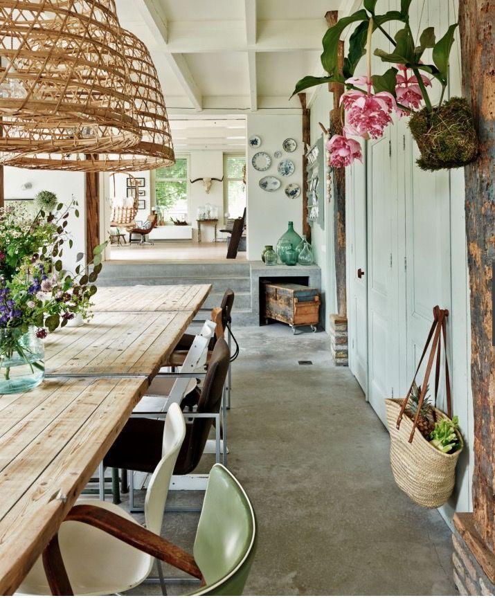 how lovely! Living, dining, lounge rooms - open plan living. Atmosphère printanière dans une ferme rénovée