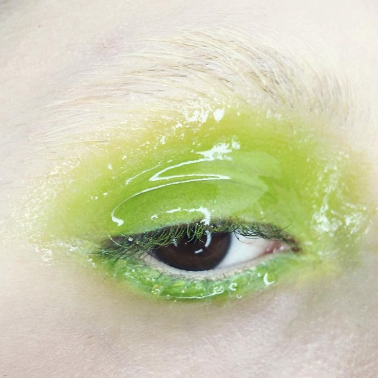 #green #makeup #alien #color