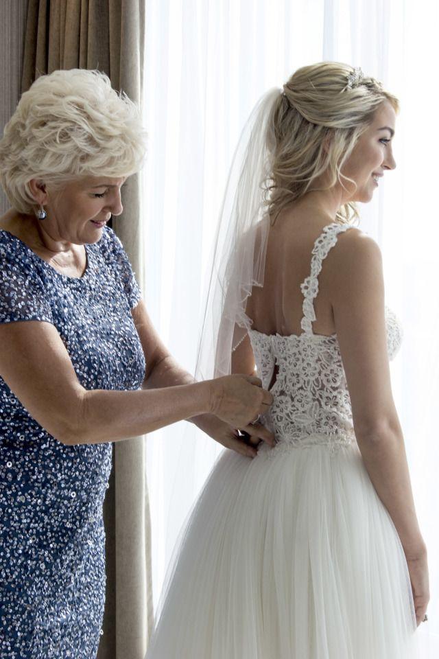 Credit: Carola Doornbos Fotografie - vrouw, huwelijk (ritueel), bruid, jurk, volk, mode, liefde, binnenshuis, volwassen, gezin, romance (relatie), blond