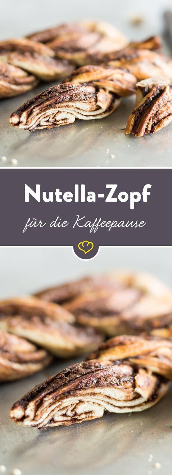Das Bestreichen kannst du dir sparen: In diesem buttrigen Hefezopf ist die leckere Nuss-Nougat-Creme gleich mit verarbeitet. (Nutella Breakfast Recipes)