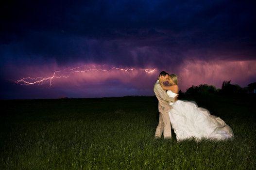 Photos de mariage originales: ces couples ont pris des risques pour le grand jour