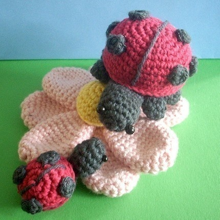 Free Crochet Ladybug Blanket Pattern : 1000+ images about Crochet lady bug beanies and things on ...