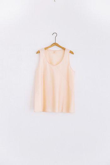 ■手式 インナータンク 1枚で着ても、重ね着しても可愛い薄ピンク色のタンクトップ。ゆったりシルエットで涼やかに着られます。