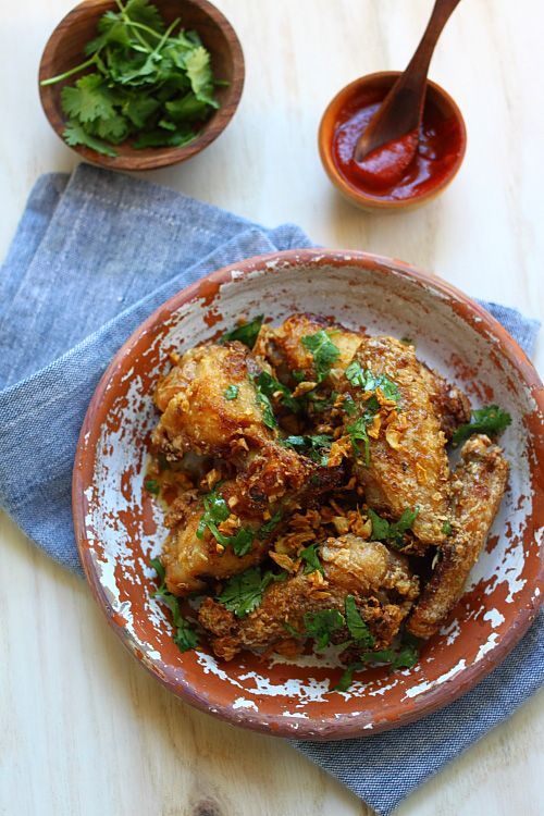 Pok Pok Wings (Vietnamese Fish Sauce Wings): The wings are crispy, deeply flavorful, a tad salty but sweet at the same time, with the brilliant garlicky aroma and flavor from the deep-fried garlic.#vietnamese #chickenwings
