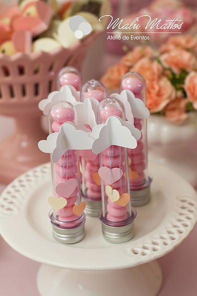 Chá de bebê Chuva de amor para menina. decoração cor de rosa e pêssego