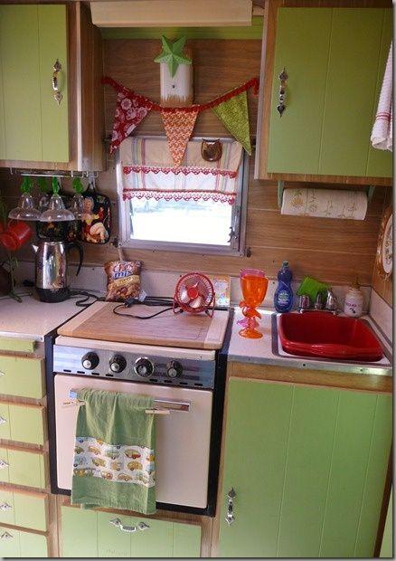 vintage camper kitchen!!!! GIVE!