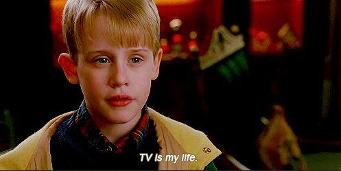 """TV is my life"" Macaulay Culkin als Kevin McCallister in ""Kevin - Allein zu Haus""/""Home Alone"" > www.couchtalk.net"