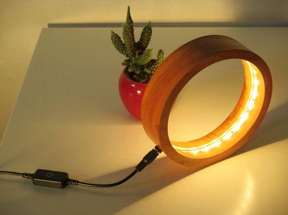 Lampe de chevet ou de bureau RING en bois massif par LumixCreation