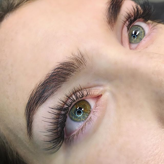 Staggered Natural Volume Set With A Few Flat Lashes Mixed In For