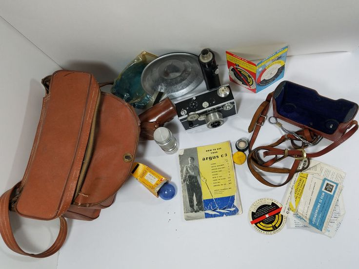 Vintage Argus C-3 35mm Rangefinder Camera w/Leather Case, Flash, Manuel, Film #Argus