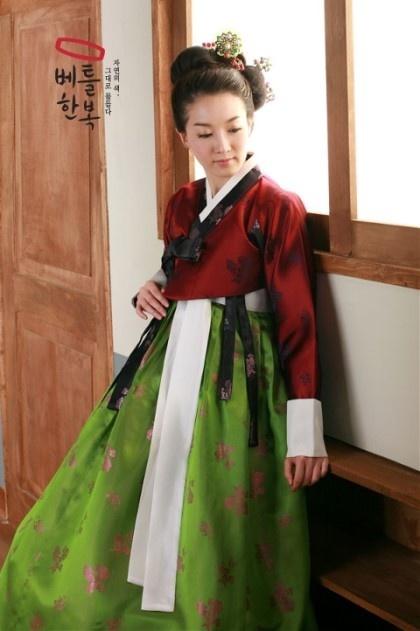 #Hanbok Korea - red and green with brown undertones - just beautiful!