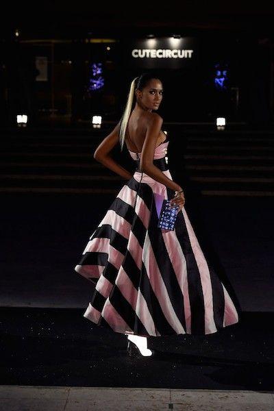 L'ultima frontiera della moda è la Wereable Technology, ossia, la tecnologia da indossare.  galaxy - dress