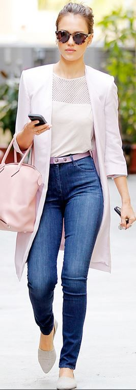 Who made  Jessica Alba's blue skinny jeans, pink handbag, and gray flat shoes?