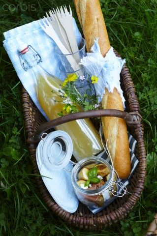 Just a lovely little basket and a bit of food and drink to share with a friend. Perfect.