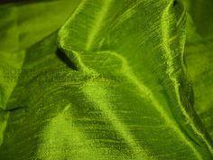 Spring Green Dupionseide oder Rohseide-Gewebe, aus reiner Seide Garn. Dies ist eine sehr schöne Ton-in-Ton Spring Green Farbe. Indian Dupionseide oder Rohseide-Gewebe, aus reiner Seide Garn. 100%...