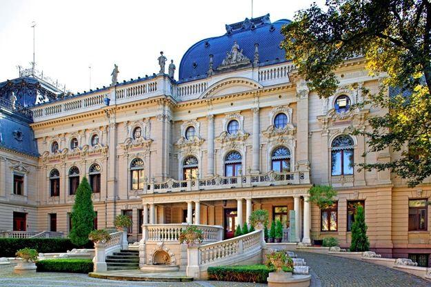 Łódź / Poland Il palazzo Poznanski, ricchissimo imprenditore tessile .Oggi la sua fabbrica è stata trasformata in centro commerciale, e il suo palazzo è sede di un Museo , con un'ala dedicata a Rubinstein.