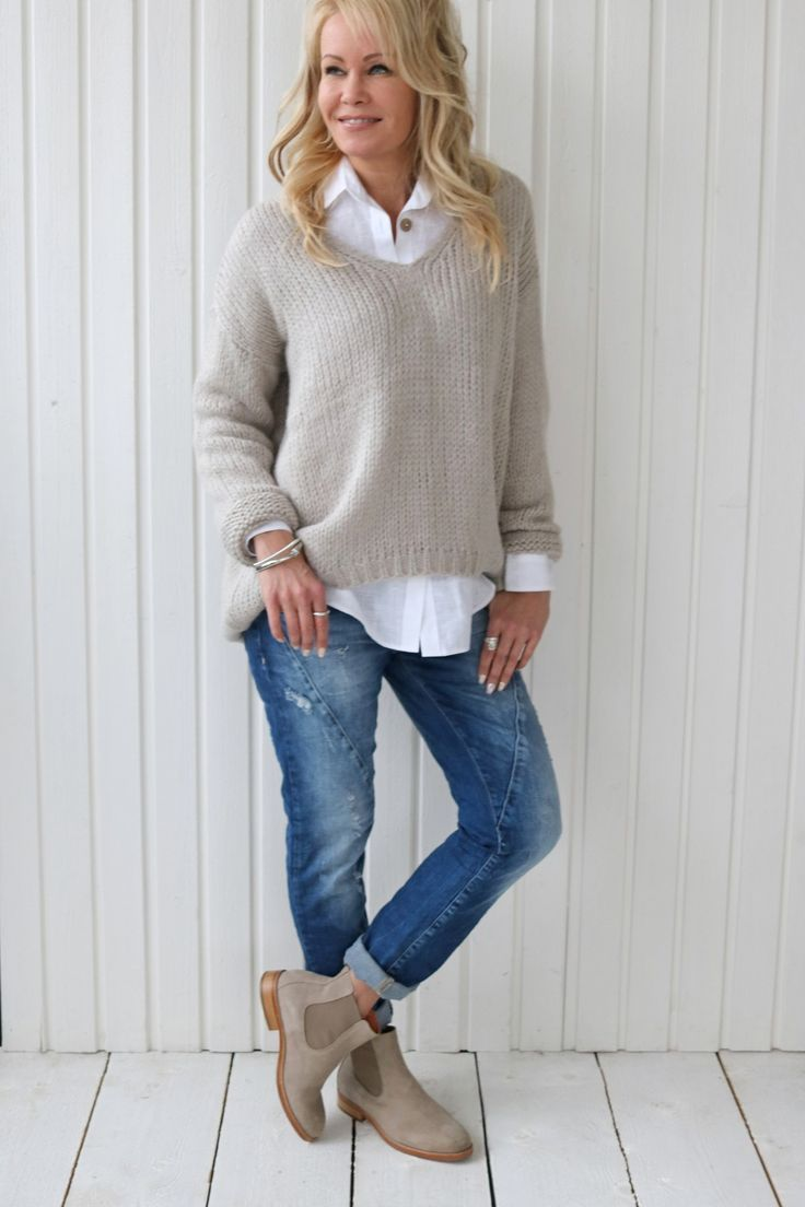 I like this look on top, but not with a v neck sweater, would rather a round neck