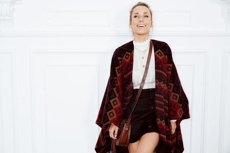 Gewappnet für den Herbst ist ABOUT YOU Idol Annemarie Carpendale mit Ihrem Cosy Poncho Style schon, und Du?
