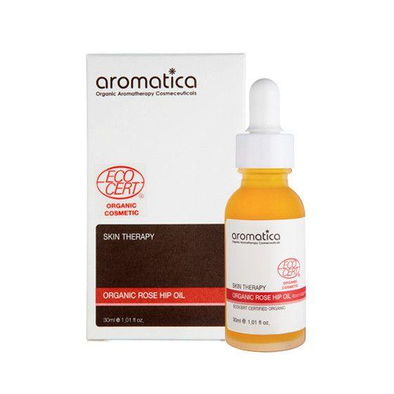 Organic Rose Hip Oil. Rose hip olje inneholder vitamin A og omega-fettsyrer 3,6,9, som gir fuktighet og leverer næringsstoffer til tørr hud. Det bidrar til å styrke hudbarrieren og huden vil føles glatt og myk.