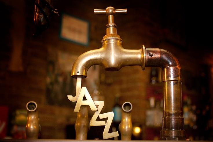 Cervecería Jazz = hamburguesas + varios tipos de cervezas