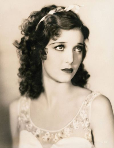 A young, sweetly beautiful Loretta Young. #vintage #actresses