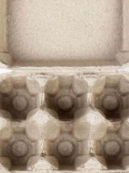 Eier erfüllen verschiedene Funktionen beim Backen. Mal dienen sie als Bindemittel, mal zur Teiglockerung, als Feuchtigkeitsspender, Verdickungsmittel oder Geschmacksgeber. Was vielseitig klingt, ist in Wirklichkeit leicht ersetzbar...