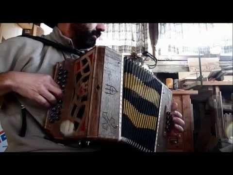 Organetto diatonico in legni antichi di riciclo