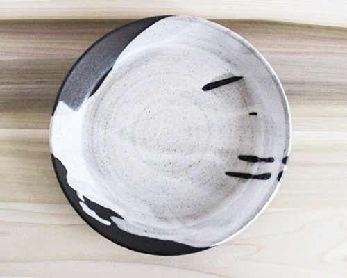 I love this flow pattern on Julia Paul's pottery #pottery #ceramics #flow