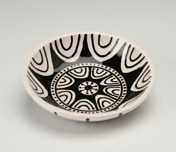 Hand painted black and white ceramic bowl. Owlcreekceramics/ETSY
