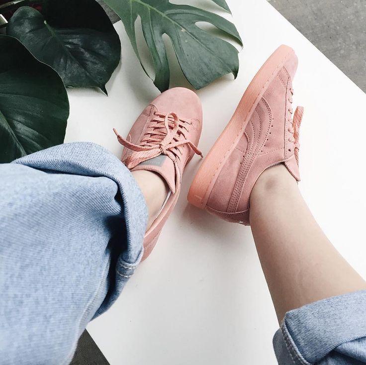 Sneakers women - Puma Suede (©cassiemasangkay)