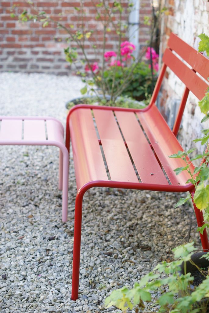 #Banc #Luxembourg #rouge #Coquelicot #Fermob www.fermob.com / #outdoor #bench #red