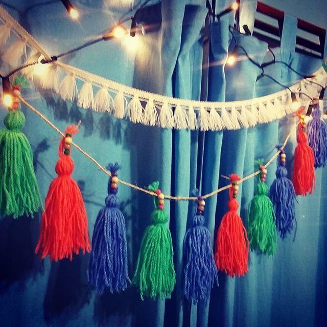 Guirnalda deco disponible en distintas combinaciones de colores!! Visitarnos en fb/florenciarezzanodesings  #decoracionhogar #deco #diseño #craft #artesanías #guirnalda #lana