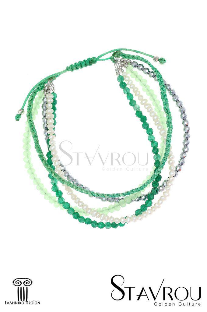 Βραχιόλι macramé, πολύσειρο, με μαργαριτάρια fresh water biwa και ημιπολύτιμες πέτρες δεμένο με κορδόνι πράσινο και ασημένια επιπλατινωμένα στοιχεία. Λόγω τής ελληνικής του κατασκευής μπορούμε να προσαρμόσουμε το μέγεθός του στο δικό σας χέρι. #βραχιόλια #μακραμέ #μαργαριτάρια