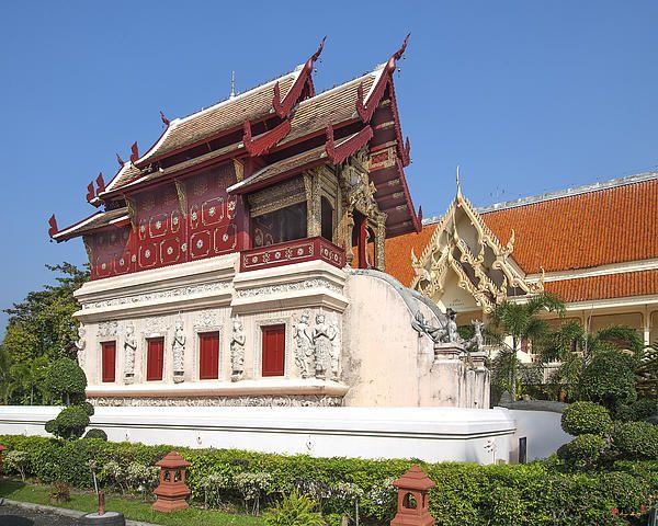 2013 Photograph, Wat Phra Singh Ho Trai (Scripture Library), Tambon Phra Sing, Mueang Chiang Mai District, Chiang Mai Province, Thailand. © 2013.  ภาพถ่าย ๒๕๕๖ วัดพระสิงห์ หอไตร ตำบลพระสิงห์ เมืองเชียงใหม่ จังหวัดเชียงใหม่ ประเทศไทย