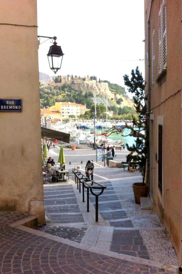 Cassis, proche du port (Bouches du Rhône).
