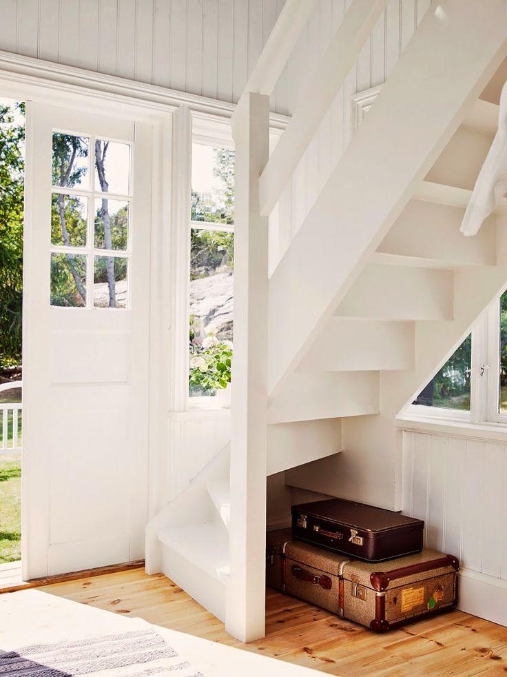 dom, wystrój wnętrz, wnętrza, home decor, styl skandynawski, białe wnętrza, shabby chic, przedpokój, białe schody