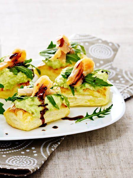 Edles Fingerfood: Blätterteigschnitten mit Avocado-Wasabi-Creme und Lachs