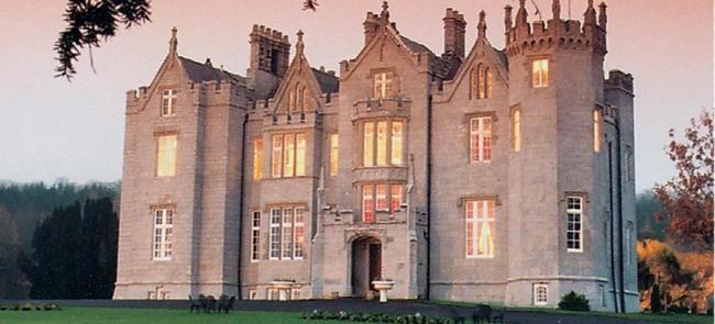 Noche de brujas y fantasmas... Se acerca Halloween y es casi imposible olvidarse del tema.Cinco historias de terror en castillos irlandeses que puedes visitar www.turismoeuropeo.es