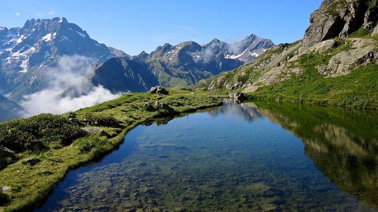 Le Lac Bleu à 2160 m. Valgaudemar. Parc national des Ecrins. Au départ du chalet du Gioberney.